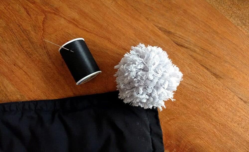 Pom Pom Throw Blanket Tutorial