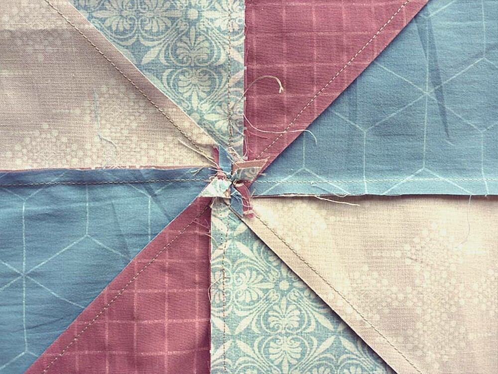 Come fare un cuscino patchwork: Post 3, cuciamo la parte davanti
