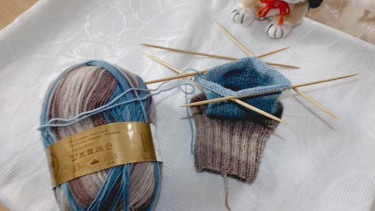 How to knit socks - Knitting the sock cuff